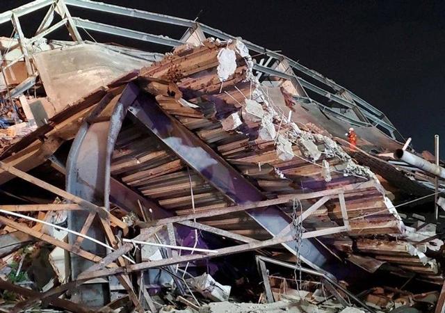 福建泉州宾馆倒塌1.jpg